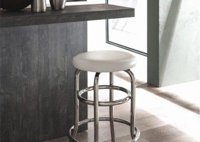 cucina-moderna-zen-sgabello-in-acciaio-683x1024